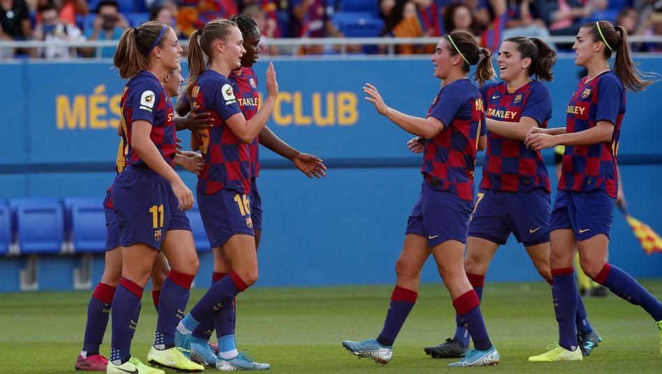 FC Barcelonas Fußballerinnen jubeln, wohl auch über den neuen Tarifvertrag