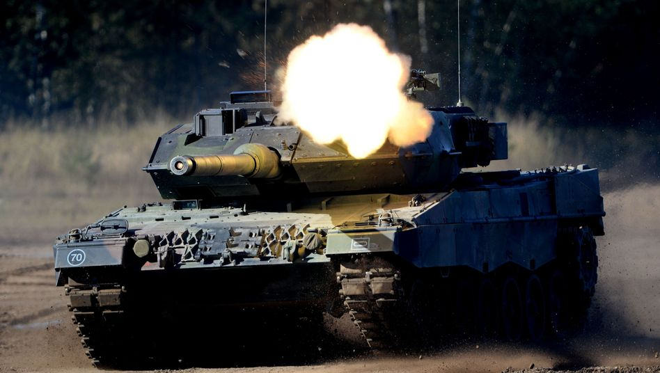 Bundeswehr-Kampfpanzer Leopard 2 bei einer Übung in Munster (Archivbild)