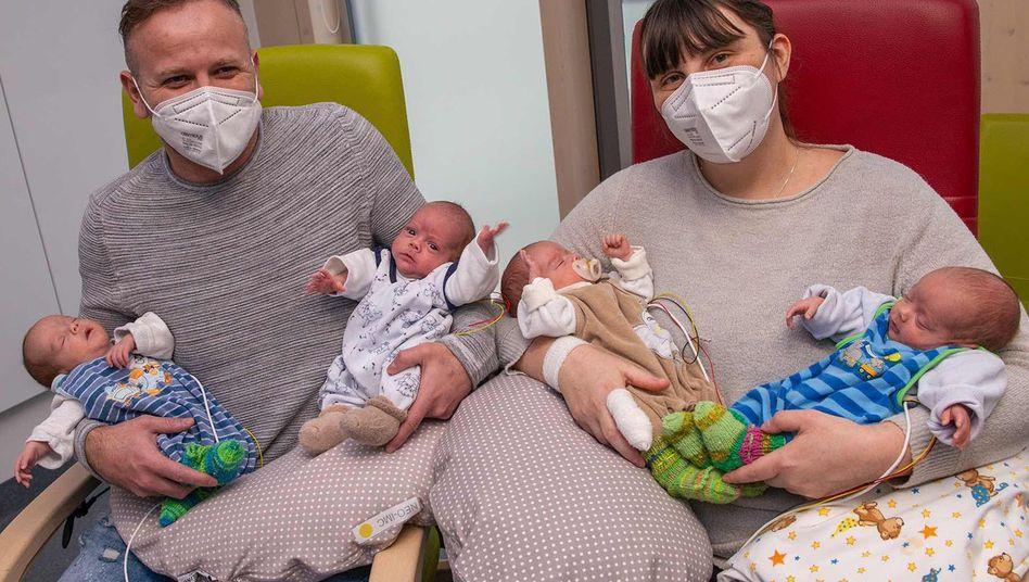 Leon, Luis, Aron und Ben: Eine Frau hat in Augsburg Vierlinge zur Welt gebracht