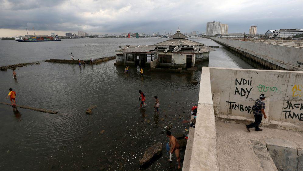 Jakarta: Den Fluten ausgeliefert