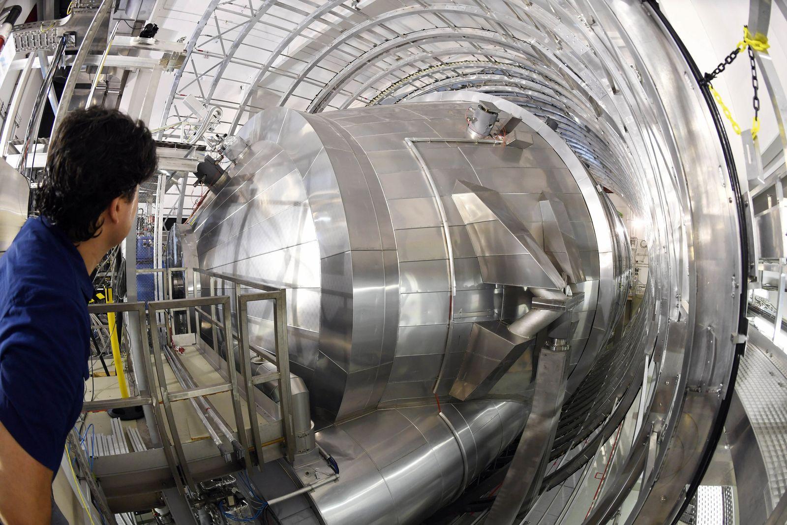 Start des Karlsruher Tritium Neutrino Experiments (Katrin)