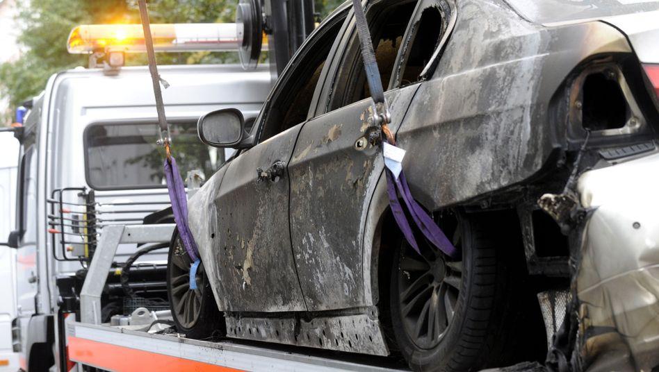 """Ausgebrannter BMW im Prenzlauer Berg: """"Was ist das für ein Verhalten"""""""