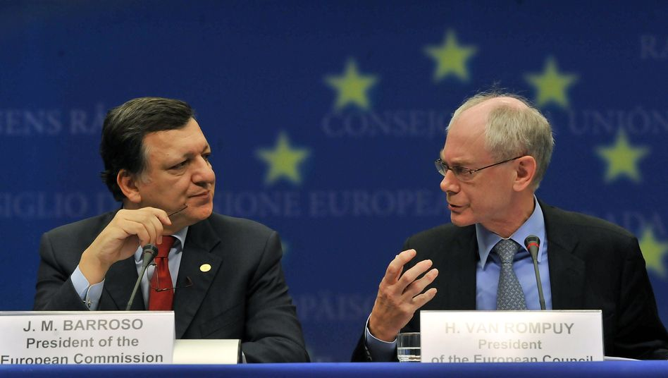 European Commission President Jose Manuel Barroso (L) and EU President Herman Van Rompuy: Fears are growing over Italy.