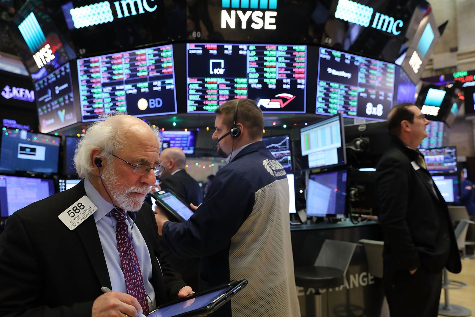 US-DOW-CLIMBS-IN-FIRST-NYSE-TRADING-DAY-OF-2018