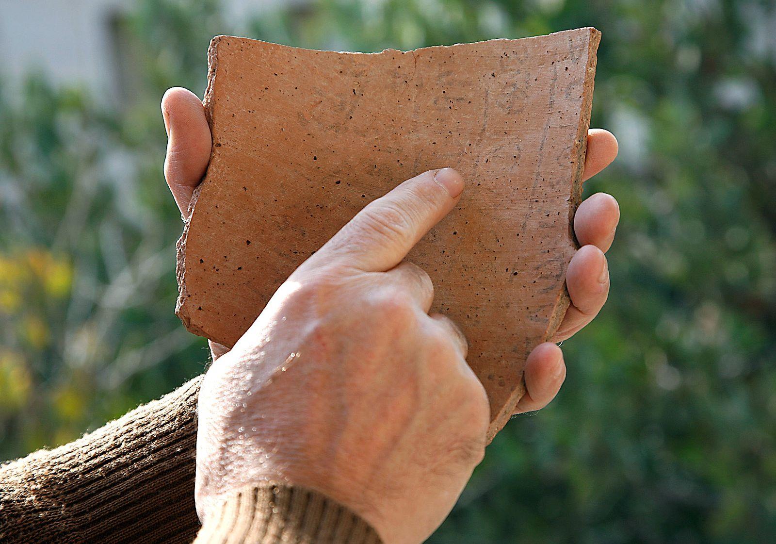 Tonscherbe / Älteste Hebräische Inschrift
