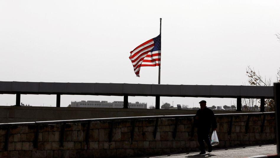 Flagge auf dem US-Konsulat in Jerusalem. Dort soll der Botschafter im Mai einziehen