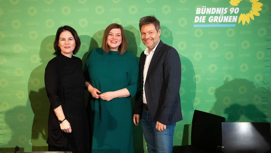 Current Green Party leaders Annalena Baerbock (left) and Robert Habeck. Between them is Katharina Fegebank, the party's lead candidate in upcoming city-state elections in Hamburg.