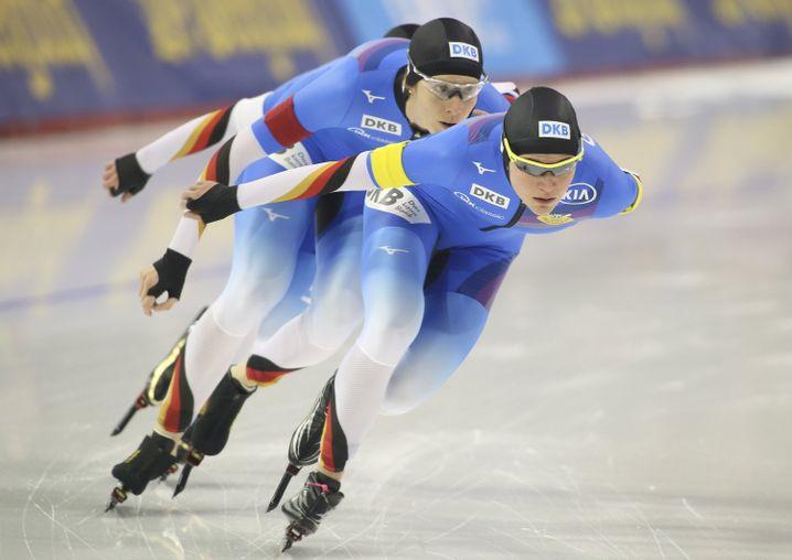 Zweiter Platz für Gabriele Hirschbichler, Roxanne Dufter und Claudia Pechstein in der Team-Verfolgung
