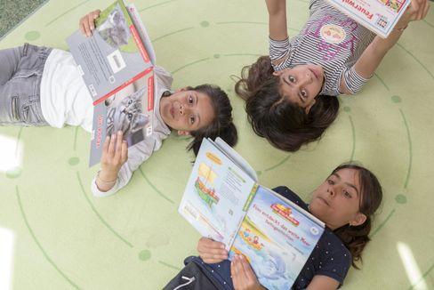 """Regelmäßiges Lesen und Erwachsene als """"Sprachvorbilder"""" sind wichtige Elemente der Arbeit im Bildungshaus"""