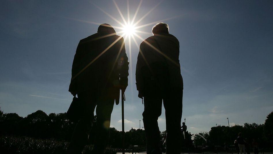 Senioren in Berlin: Durch Riester-Rente das Armutsrisiko senken