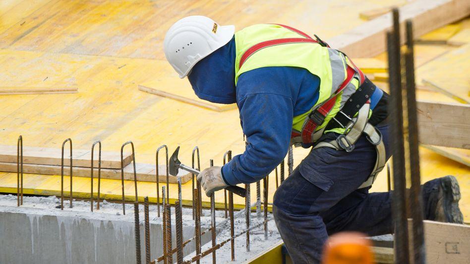 Bauarbeiter: Wer viel verdient, bekommt noch mehr
