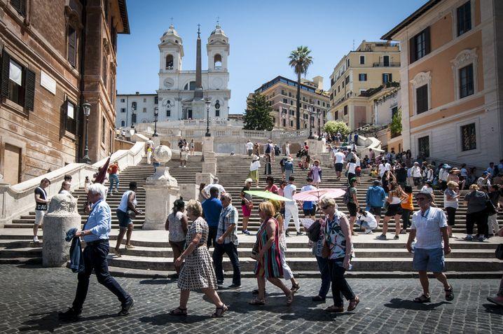 Touristen in Rom: Jetzt ein stärkendes Kohlenhydrat! Allerdings lauert in einschlägigen Restaurants der Nepp