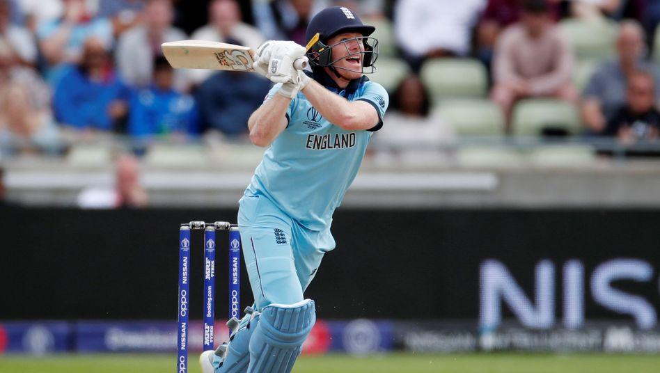Englands Batsman Eoin Morgan erzielte 45 Runs gegen Australien