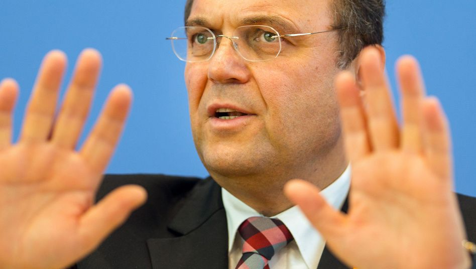 German Interior Minister Hans-Peter Friedrich has taken a hard line against so-called 'poverty immigrants.'