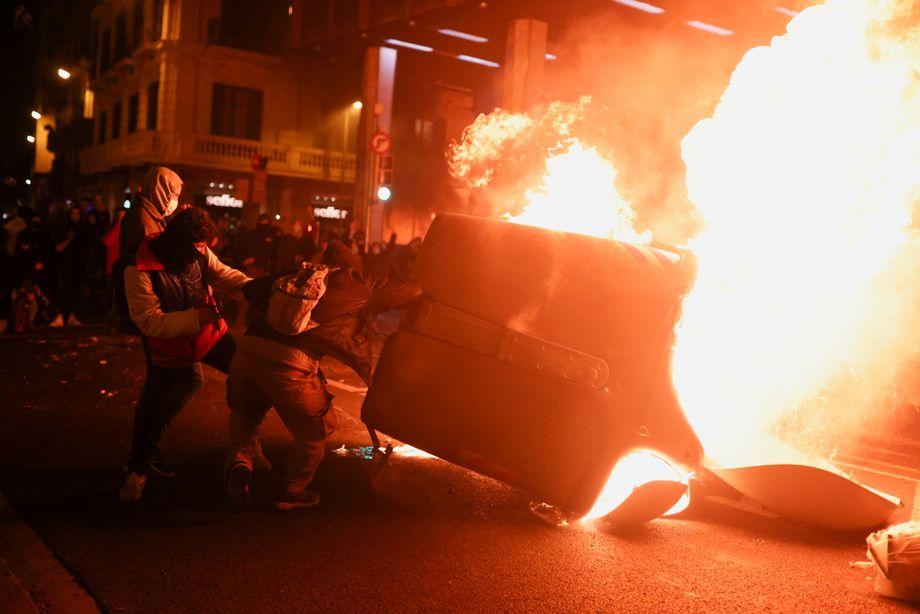 Gewaltsame Proteste: Jede Nacht brennen die Barrikaden