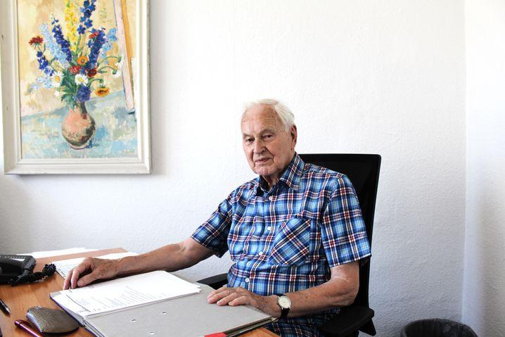 Modrow in seinem Büro im Karl-Liebknecht-Haus
