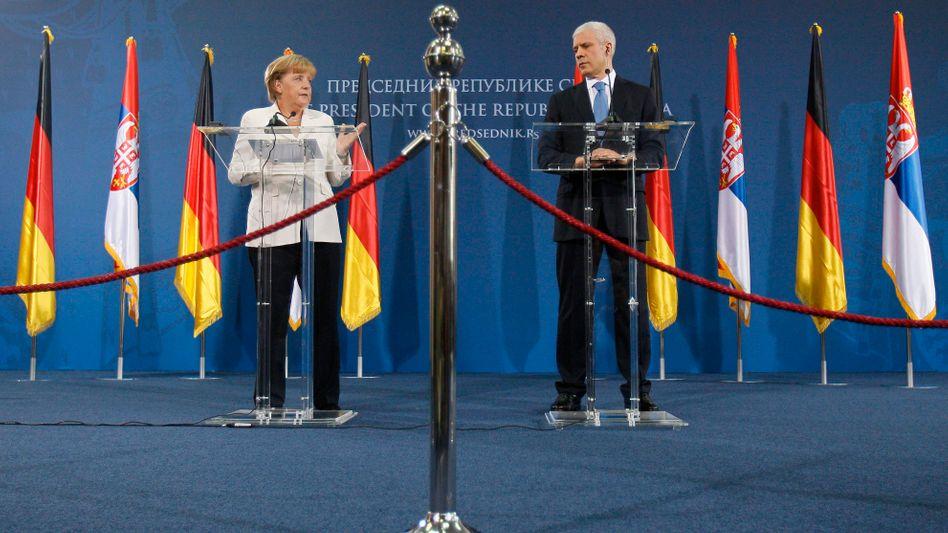 Merkel und Tadic: ungewöhnlich deutliche Aufforderung