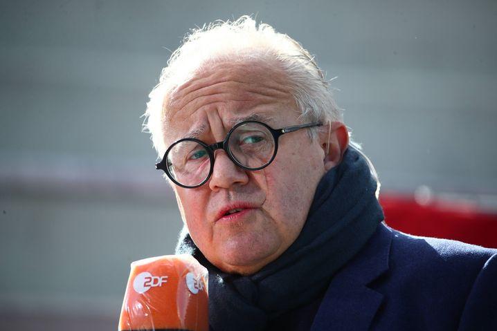 Nachdenklich mit dem ZDF-Mikro unter der Nase: DFB-Präsident Fritz Keller