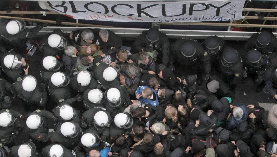 Polizeieinsatz bei Demo in Frankfurt (Archiv)
