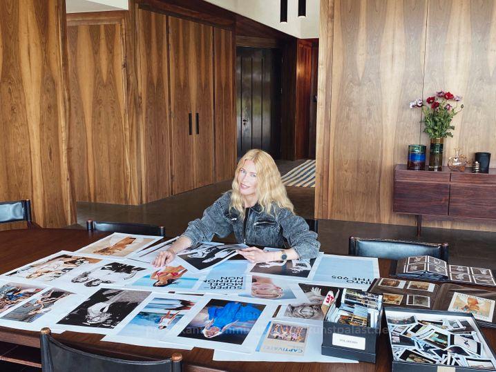 Schiffer bei der Vorbereitung der Ausstellung: Als Weltstar – und Kuratorin – kehrt sie nach Düsseldorf zurück