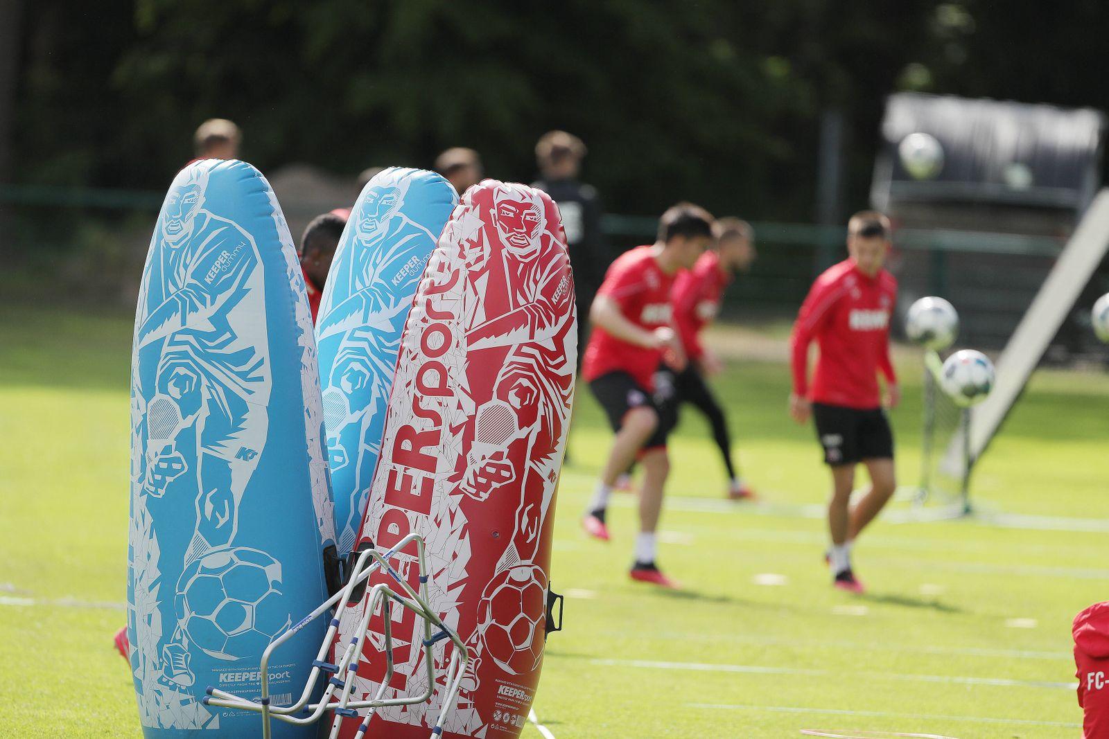 1.FC Köln Training Trainingsutensilien 30.04.2020 *** Sport 1 FC Köln Training Training Equipment 30 04 2020