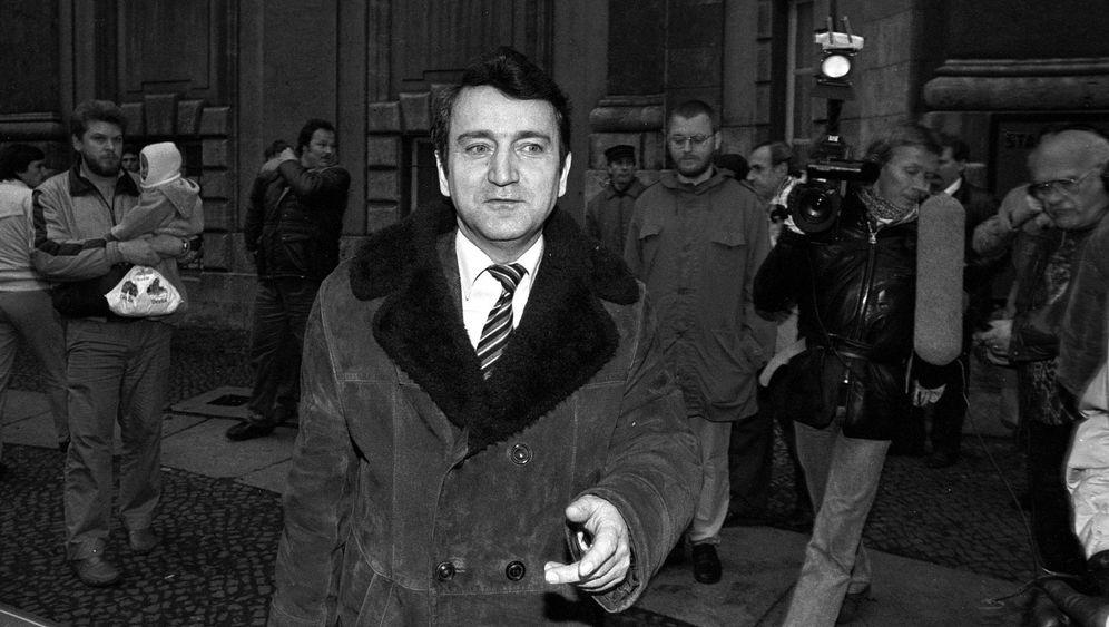 Wolfgang Schnur: Der Mann, der Angela Merkel entdeckte, ist tot - DER  SPIEGEL