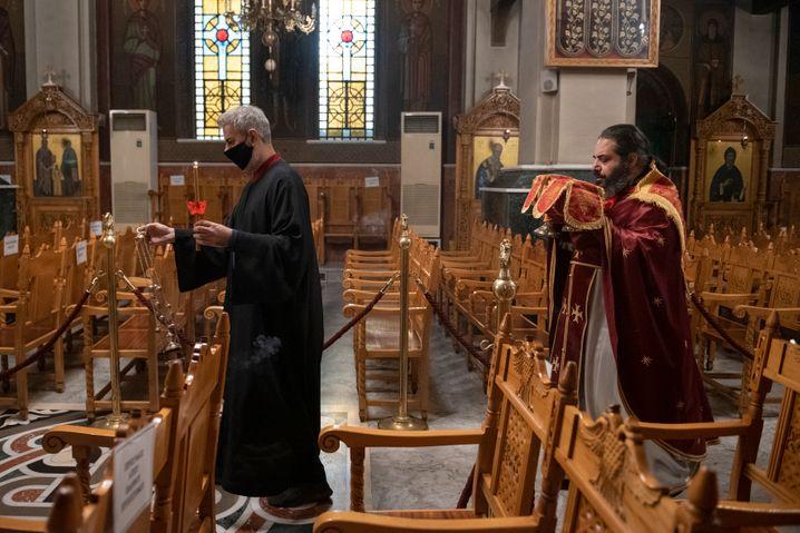 Liturgie ohne Gemeinde an einem der höchsten orthodoxen Feiertage