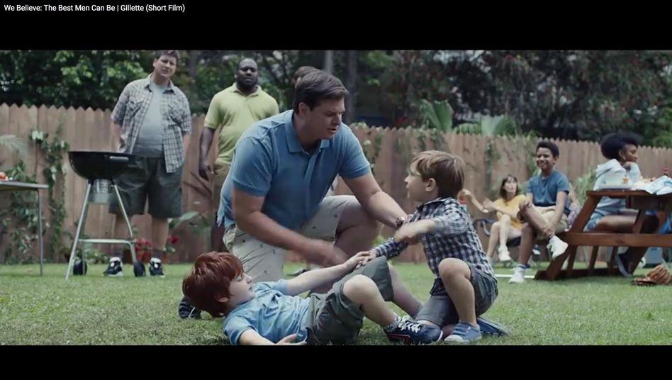 Männliche Rollenbilder (Screenshot aus der YouTube-Werbung von Gillette)