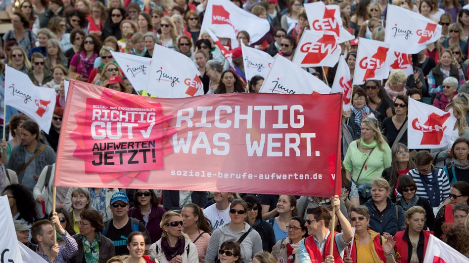 Hessen: Erzieherinnen und Erzieher demonstrieren für einen neuen Tarifvertrag