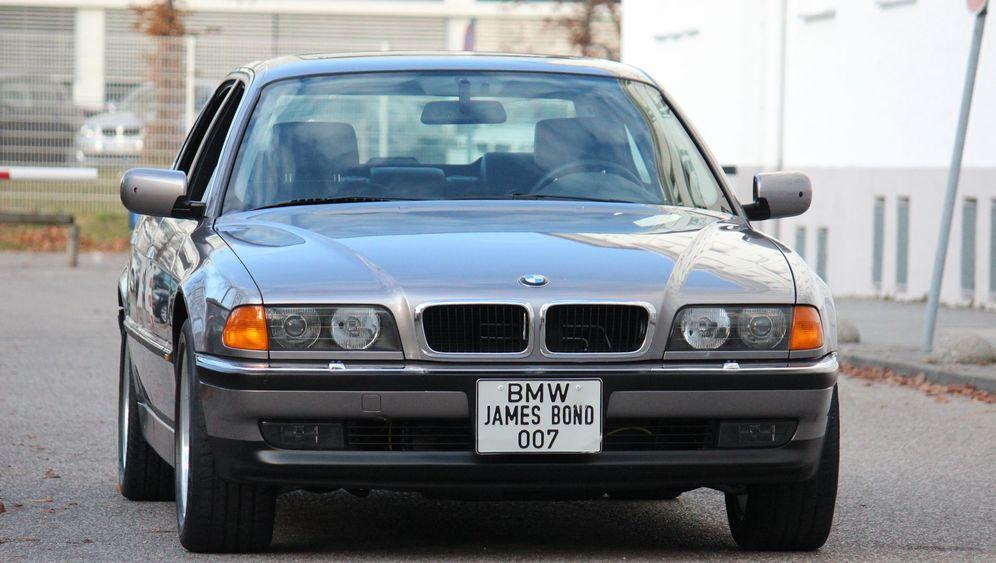 Als Bond BMW fuhr: Das Geheimnis des Geisterfahrers