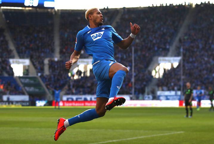 Joelinton jubelt nach seinem Treffer gegen Hannover 96 (Februar 2019)