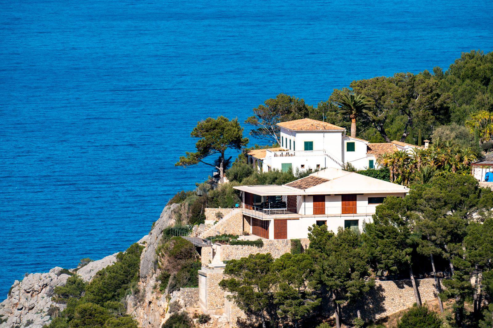 Villen an der Steilküste im Nordwesten der Insel, bei Alconà sser, Serra de Tramuntana, Mallorca, Spanien, Finca *** Vil