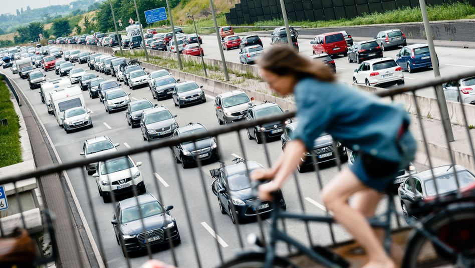Verkehr auf der A1 in Hamburg