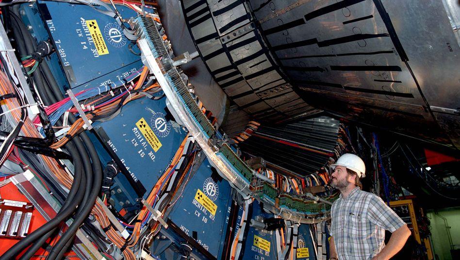 CDF-Detektor am Fermilab: Hinweise auf neue Grundkraft nicht bestätigt