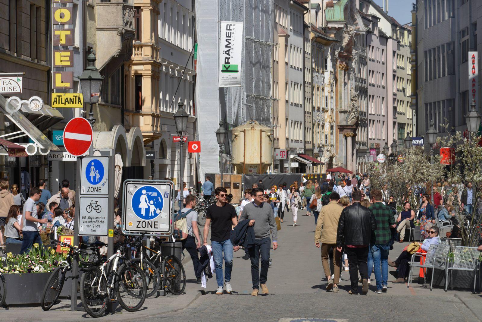Sendlinger Strasse Muenchen Bayern Deutschland *** Sendlinger Strasse Munich Bavaria Germany