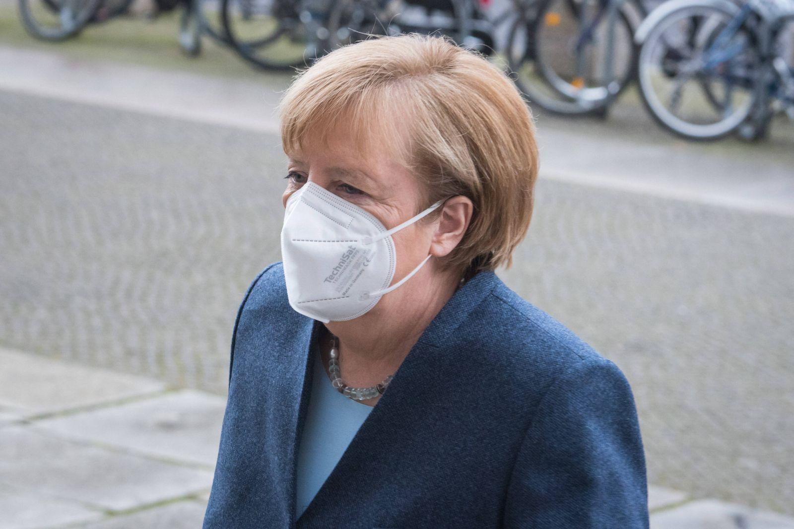Berlin, Plenarsitzung im Bundestag Deutschland, Berlin - 16.12.2020: Im Bild ist Bundeskanzlerin Angela Merkel (cdu) wä