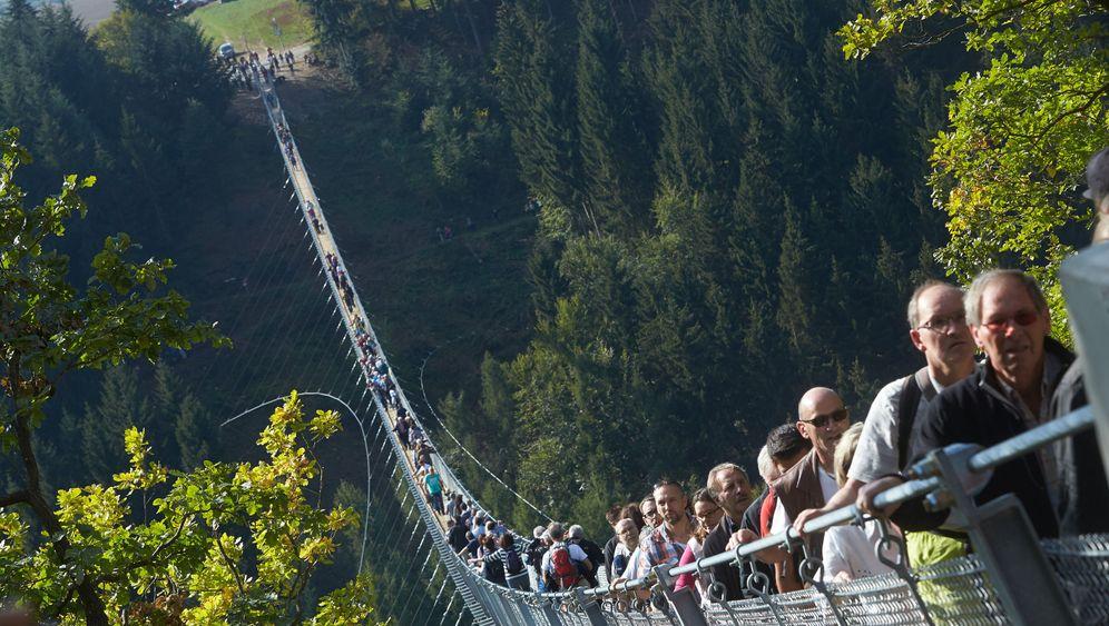 Hängeseilbrücke im Hunsrück: 90 Meter über dem Moselbach