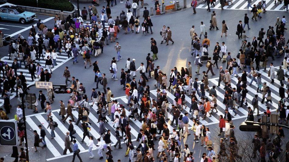 Fußgänger in Tokio: »Ich bin geprägt von den Städten meiner Kindheit, wo man auch mit Fremden schnell mal auf der Straße ins Gespräch kommt«
