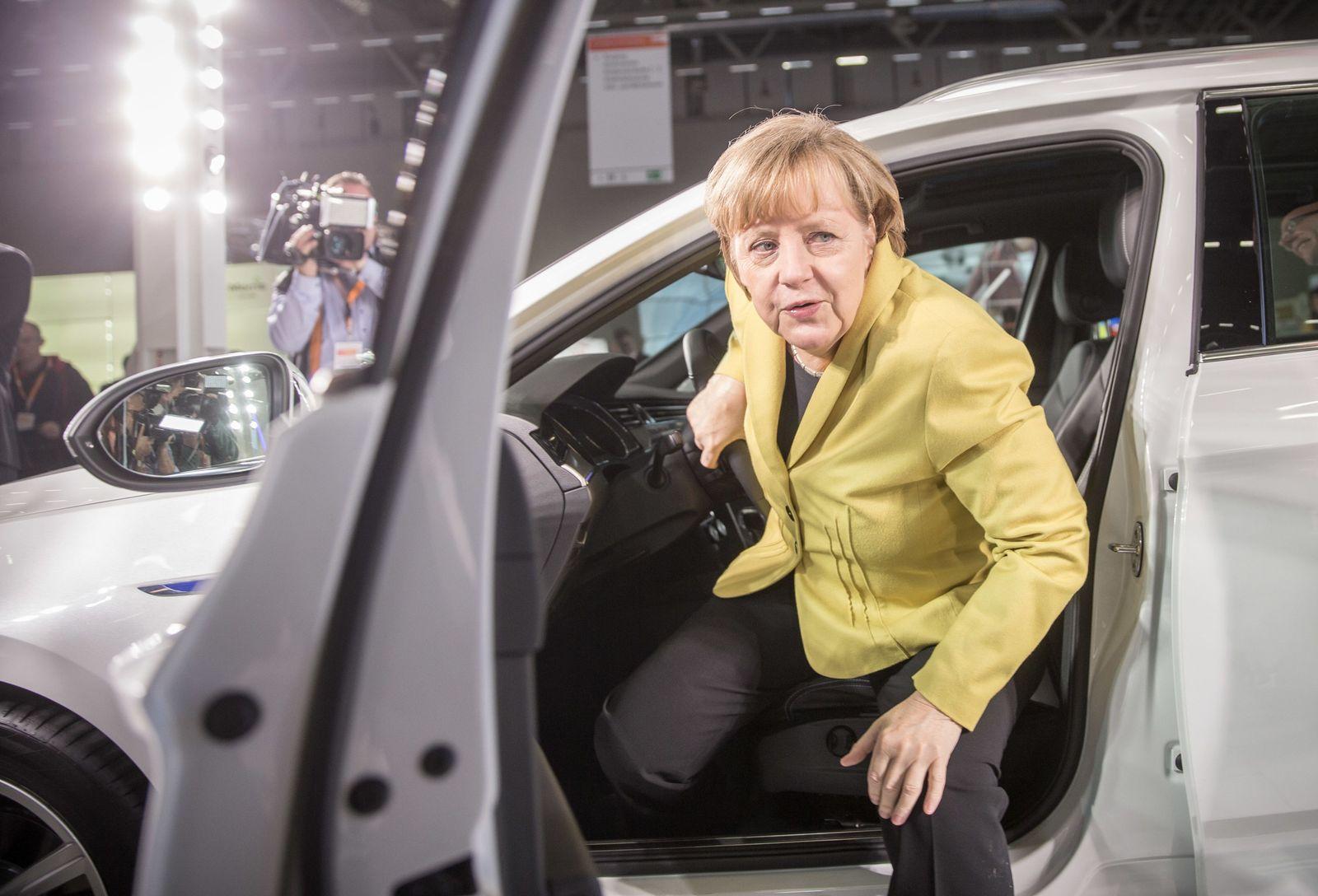 SYMBOLBILD Lobbyismus/ CDU-Bundesparteitag/ Merkel