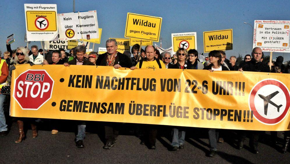Protestierende Bürger: Auf die Straße! Ins Netz!