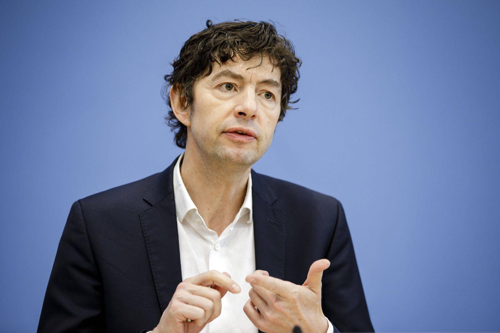 Christian Drosten, Direktor am Institut fuer Virologie der Charite Berlin, aufgenommen im Rahmen einer Presseunterrichtu