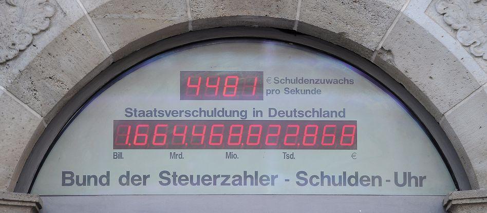 Schuldenuhr in Berlin: Derzeit rund 1,7 Billionen Euro Kredite