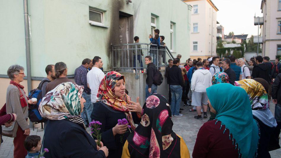Mahnwache vor der Fatih Camii Moschee in Dresden
