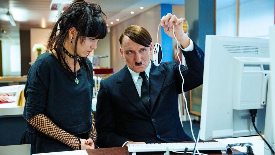 """Hitler-Groteske """"Er ist wieder da"""": Vorsicht, Witz mit Bart"""