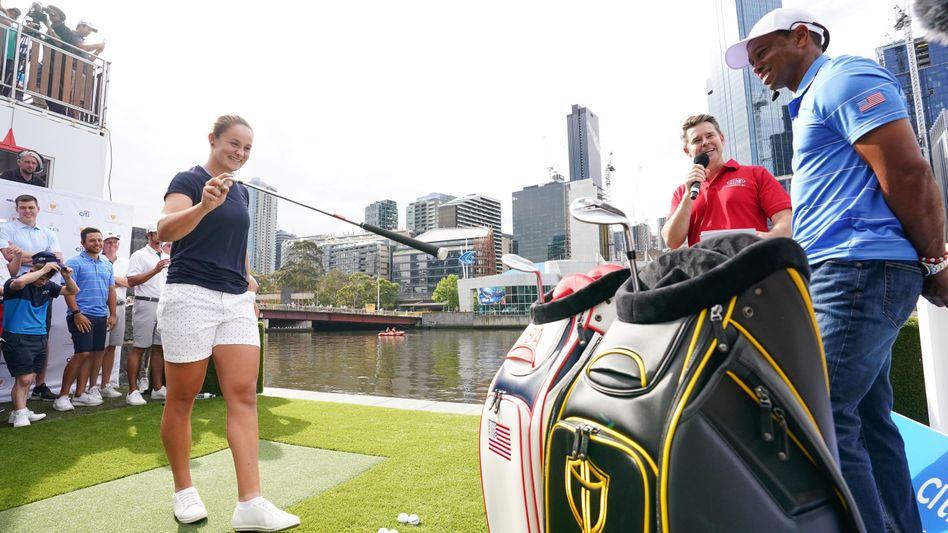 Wurde für ihren Golfschlag auch schon von Tiger Woods (r.) gelobt: Ashleigh Barty (l.)
