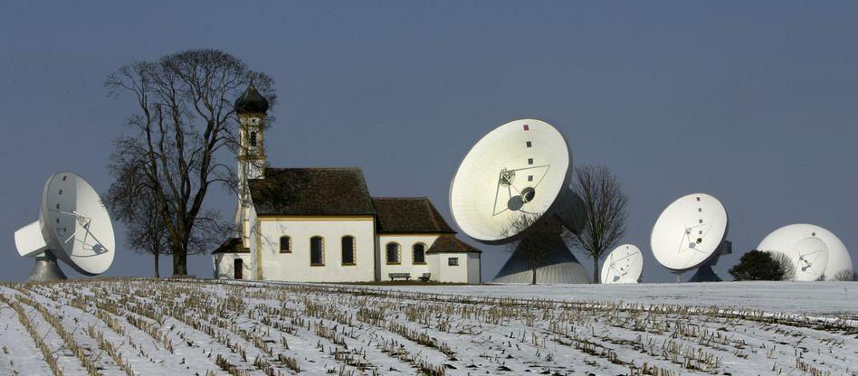Satellitenschüsseln in Bayern (Archivbild): Vorratsdatenspeicherung auch ohne EU-Richtlinie