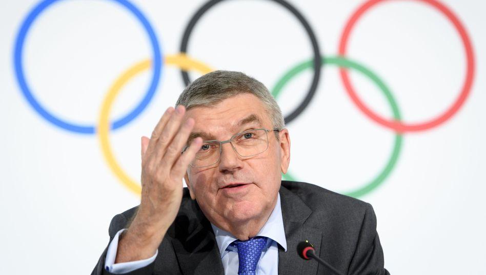 IOC-Boss Thomas Bach und die Ringe