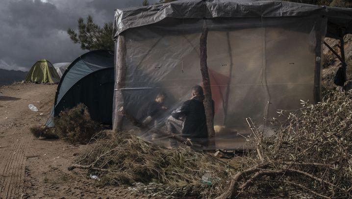 Überleben im Lager: Wie sich Flüchtlinge auf Samos auf den Winter vorbereiten