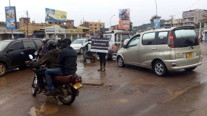 Nakabuye Hilda Flavia protestiert in Uganda