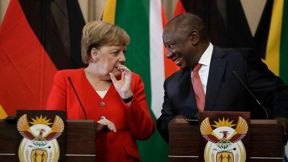 """Kanzlerin Angela Merkel und Südafrikas Präsident Cyril Ramaphosa in Pretoria am 6. Februar 2020: Was in Thüringen geschehen sei, sei """"unverzeihlich"""""""